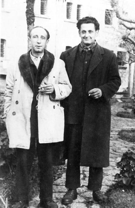 Munis (derecha) y Jaime Fernández en el penal del Dueso, hacia 1954.