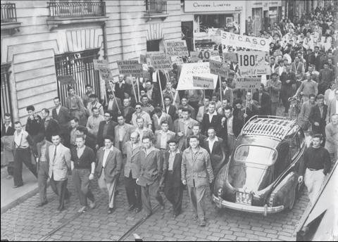 Manifestación obrera en Nantes (1955).