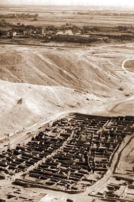 Vista de los restos del poblado de los trabajadores en Deir el-Medina.