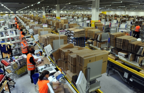 Picture taken on December 20, 2010 shows employees packing parcels at the logistics centre of US online retail giant Amazon in Bad Hersfeld, central Germany. German labour Minister Ursula von der Leyen called on February 17, 2013 for a thorough probe into allegations that foreign seasonal workers hired in Germany by US online retail giant Amazon were harassed and intimidated. AFP PHOTO / UWE ZUCCHI   GERMANY OUT