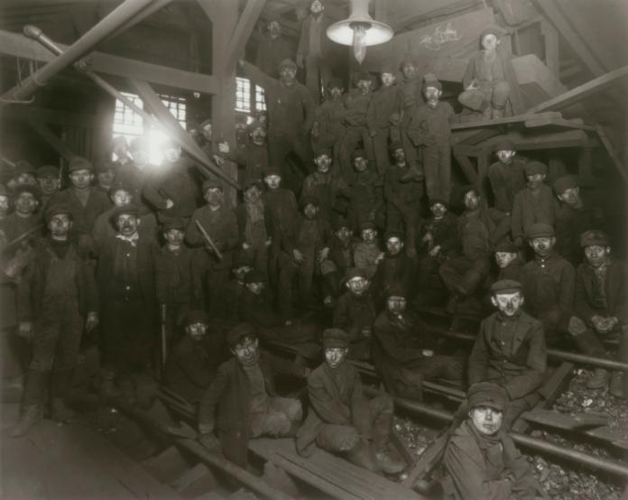 Niños trabajando en las minas de Pennsylvania, hacia 1910.