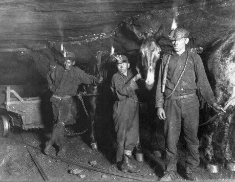 Child coal miners (1908).